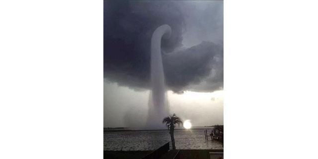 Une fausse photo de trombe d 39 eau saint tropez sur les - Trombe d eau ...